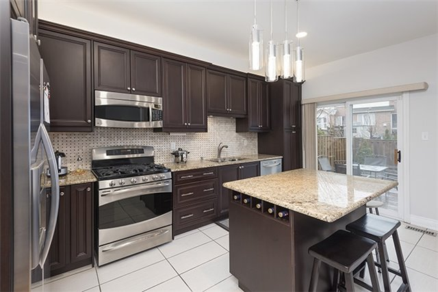 Semi-detached at 214 Farmstead Rd, Richmond Hill, Ontario. Image 10