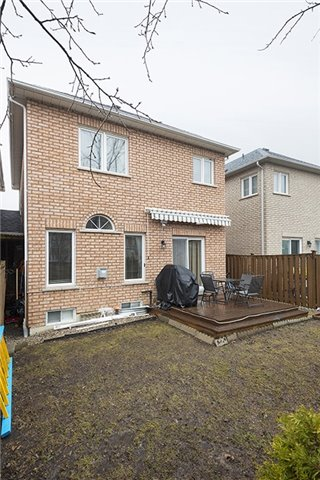 Semi-detached at 214 Farmstead Rd, Richmond Hill, Ontario. Image 7