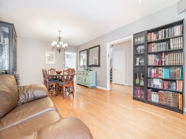 Detached at 28 Cantertrot Crt, Vaughan, Ontario. Image 12