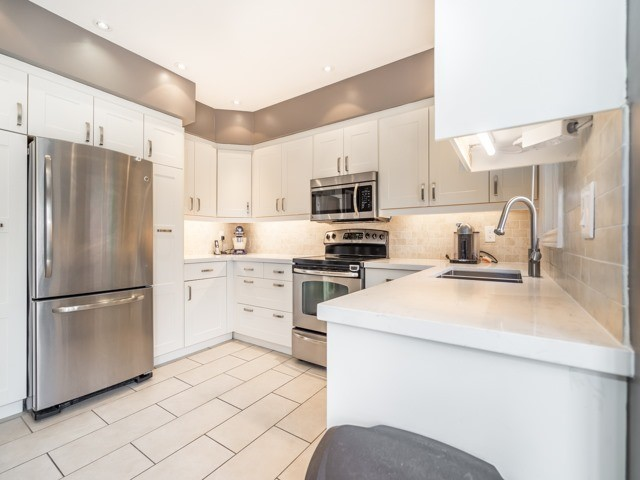 Detached at 28 Cantertrot Crt, Vaughan, Ontario. Image 14