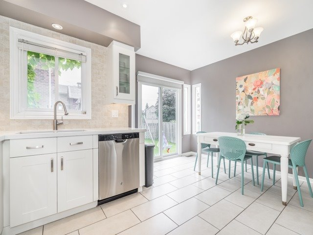 Detached at 28 Cantertrot Crt, Vaughan, Ontario. Image 15