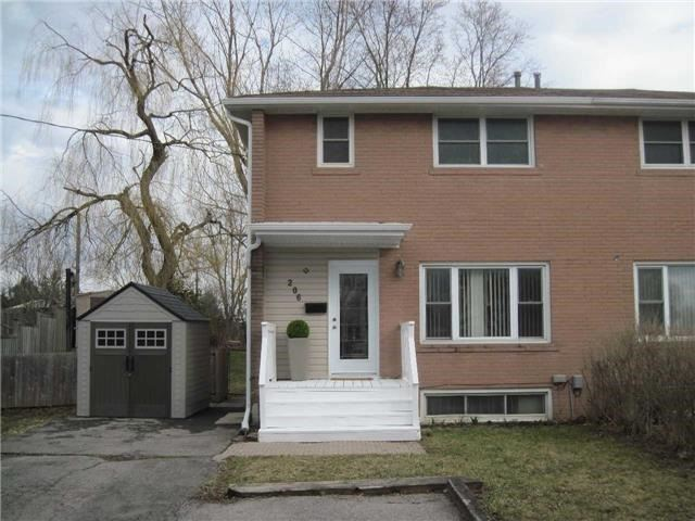 Semi-detached at 206 Penn Ave, Newmarket, Ontario. Image 13