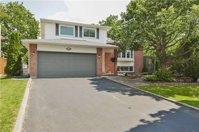 Detached at 26 Earls Crt, East Gwillimbury, Ontario. Image 1