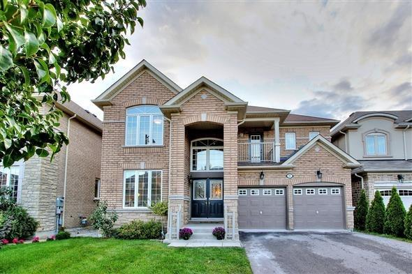 Detached at 36 Nicklaus Dr, Aurora, Ontario. Image 1