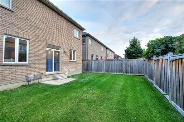 Detached at 36 Nicklaus Dr, Aurora, Ontario. Image 13
