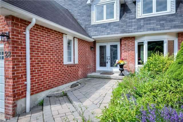 Detached at 28 Fern Valley Cres, Richmond Hill, Ontario. Image 12