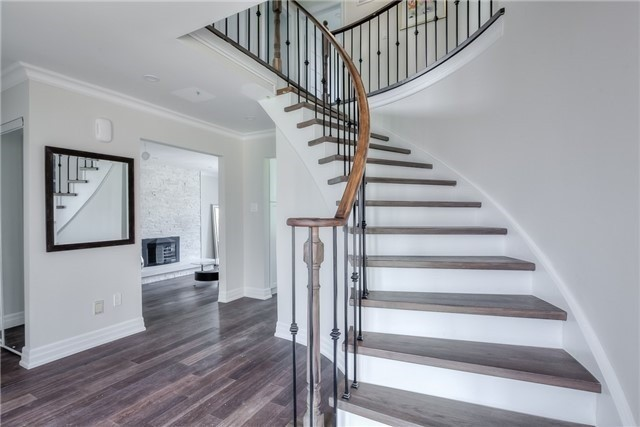 Detached at 28 Fern Valley Cres, Richmond Hill, Ontario. Image 3