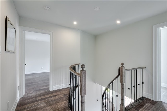 Detached at 28 Fern Valley Cres, Richmond Hill, Ontario. Image 4