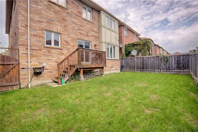 Detached at 575 Forsyth Farm Dr, Whitchurch-Stouffville, Ontario. Image 11