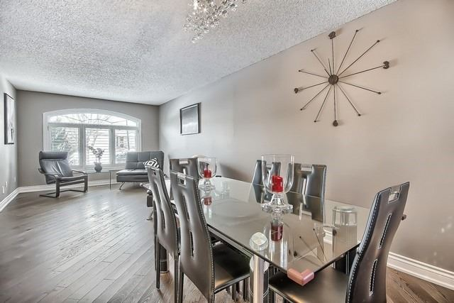 Detached at 365 Erin Tr, Newmarket, Ontario. Image 19