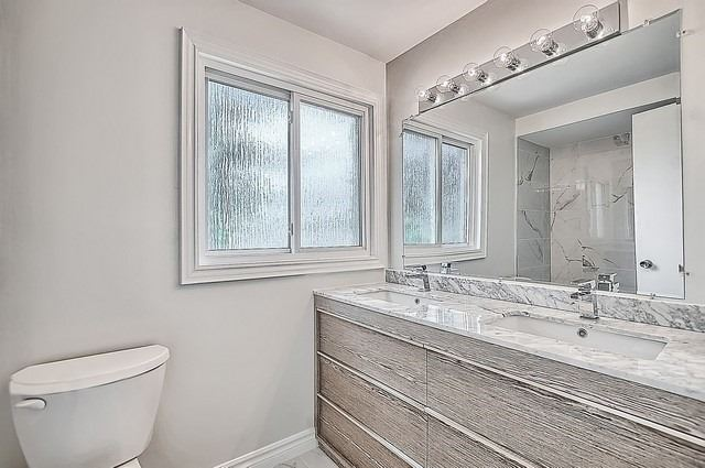 Detached at 365 Erin Tr, Newmarket, Ontario. Image 4