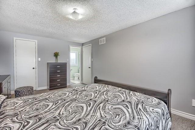 Detached at 365 Erin Tr, Newmarket, Ontario. Image 6