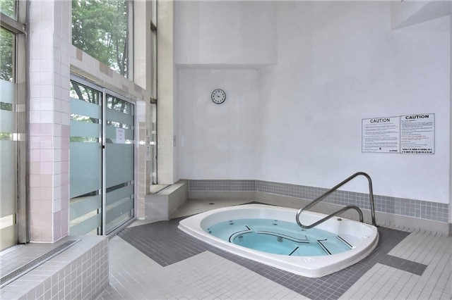 Condo Apartment at 326 Major Mackenzie Dr E, Unit 108, Richmond Hill, Ontario. Image 5