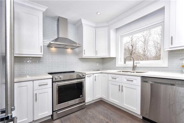 Detached at 59 Southgate Cres, Richmond Hill, Ontario. Image 2