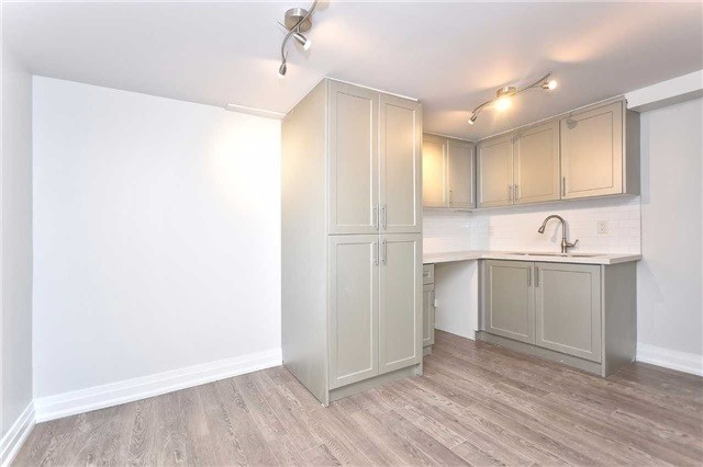 Detached at 59 Southgate Cres, Richmond Hill, Ontario. Image 3