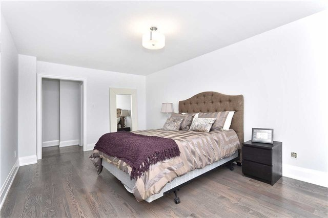 Detached at 59 Southgate Cres, Richmond Hill, Ontario. Image 6