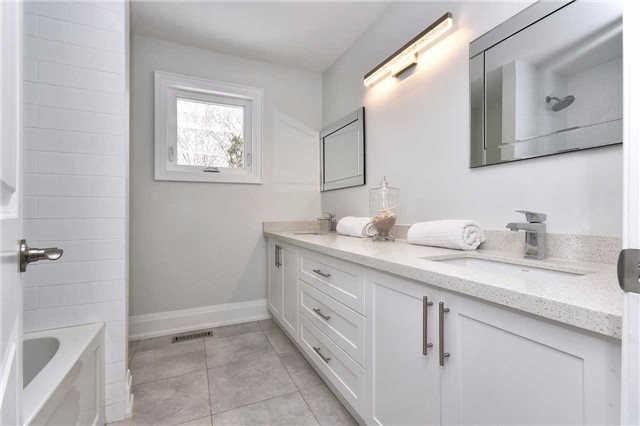 Detached at 59 Southgate Cres, Richmond Hill, Ontario. Image 10