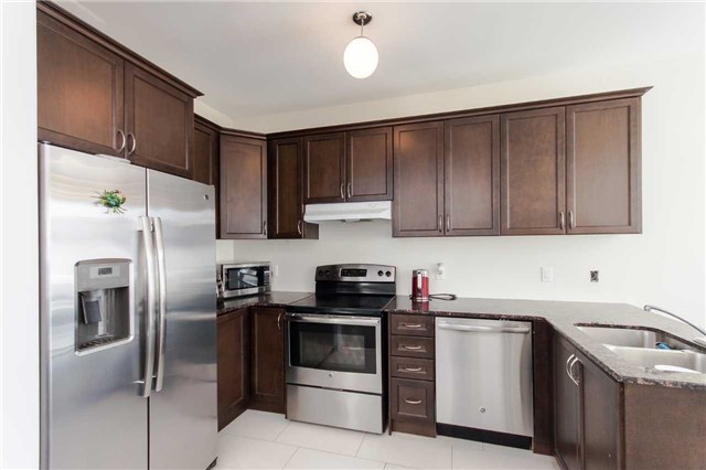 Townhouse at 14 Collin Crt, Richmond Hill, Ontario. Image 20