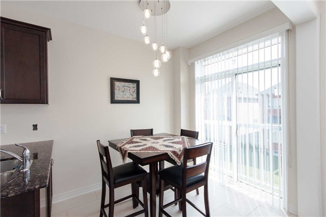 Townhouse at 14 Collin Crt, Richmond Hill, Ontario. Image 2