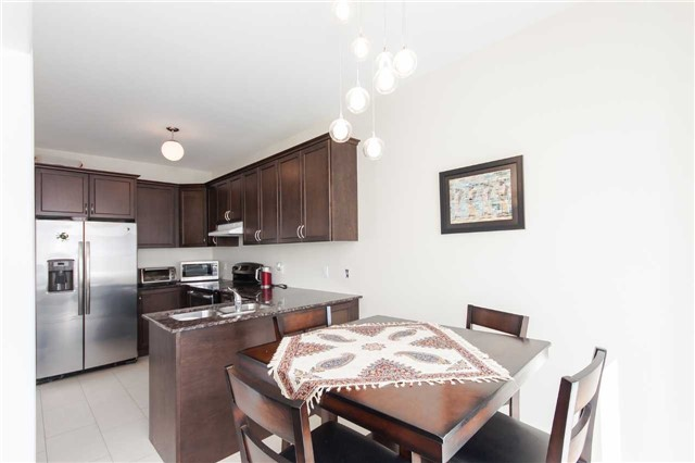 Townhouse at 14 Collin Crt, Richmond Hill, Ontario. Image 3