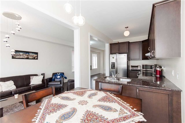 Townhouse at 14 Collin Crt, Richmond Hill, Ontario. Image 4