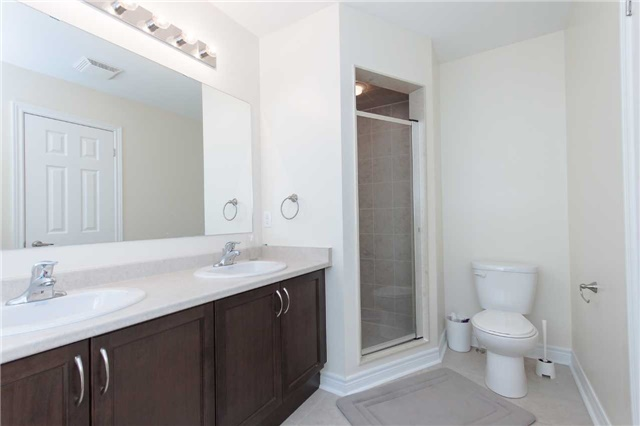 Townhouse at 14 Collin Crt, Richmond Hill, Ontario. Image 8