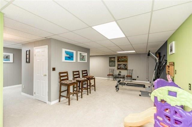 Detached at 931 Jacarandah Dr, Newmarket, Ontario. Image 4