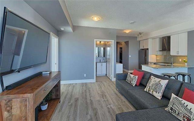 Condo Apartment at 9600 Yonge St, Unit 702, Richmond Hill, Ontario. Image 14