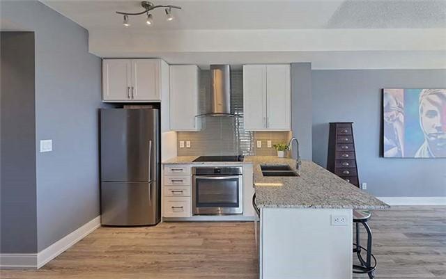 Condo Apartment at 9600 Yonge St, Unit 702, Richmond Hill, Ontario. Image 16