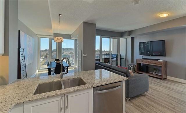 Condo Apartment at 9600 Yonge St, Unit 702, Richmond Hill, Ontario. Image 17