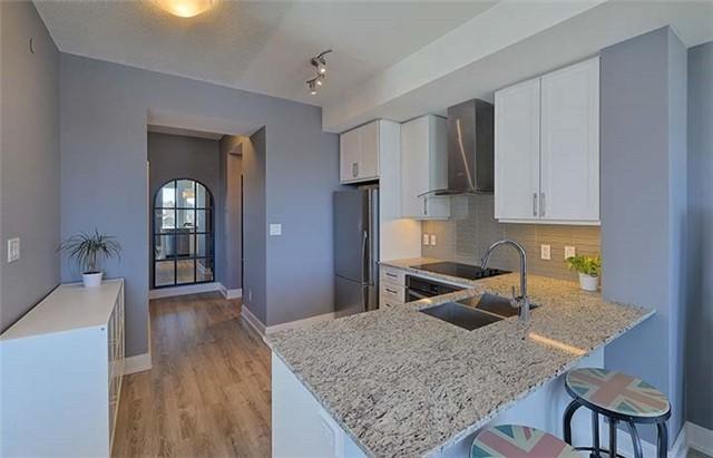 Condo Apartment at 9600 Yonge St, Unit 702, Richmond Hill, Ontario. Image 18