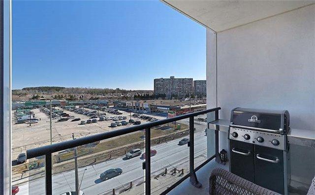Condo Apartment at 9600 Yonge St, Unit 702, Richmond Hill, Ontario. Image 3