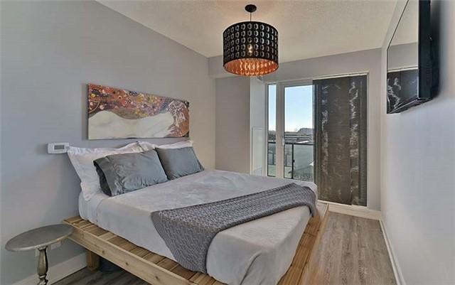 Condo Apartment at 9600 Yonge St, Unit 702, Richmond Hill, Ontario. Image 4