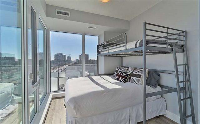 Condo Apartment at 9600 Yonge St, Unit 702, Richmond Hill, Ontario. Image 6