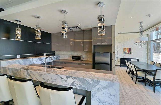 Condo Apartment at 9600 Yonge St, Unit 702, Richmond Hill, Ontario. Image 9