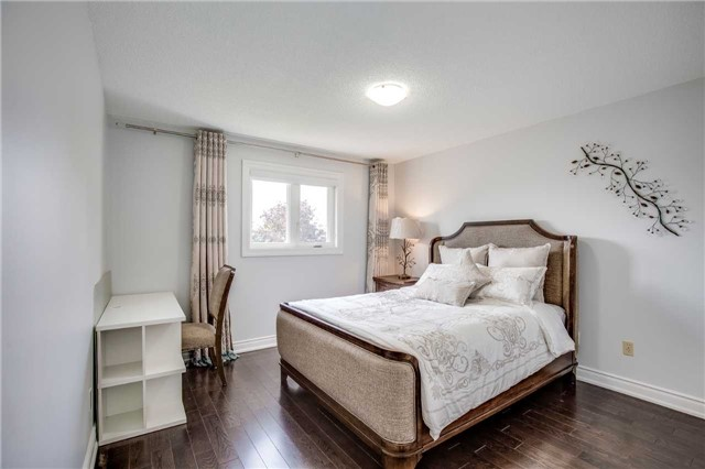 Detached at 12 Harrowsmith Pl, Richmond Hill, Ontario. Image 6