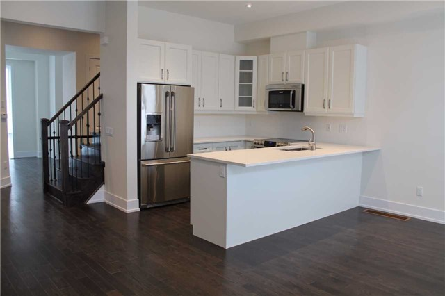 Townhouse at 9174 Bathurst St, Vaughan, Ontario. Image 2