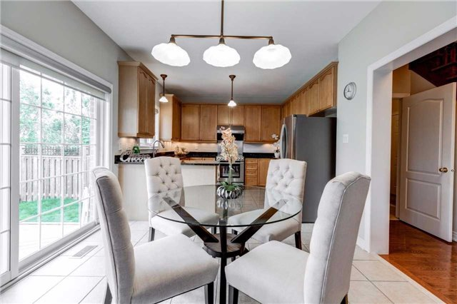 Detached at 88 Skywood Dr, Richmond Hill, Ontario. Image 2