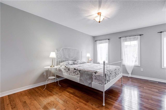 Detached at 88 Skywood Dr, Richmond Hill, Ontario. Image 3