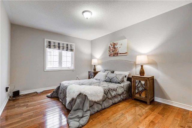 Detached at 88 Skywood Dr, Richmond Hill, Ontario. Image 5