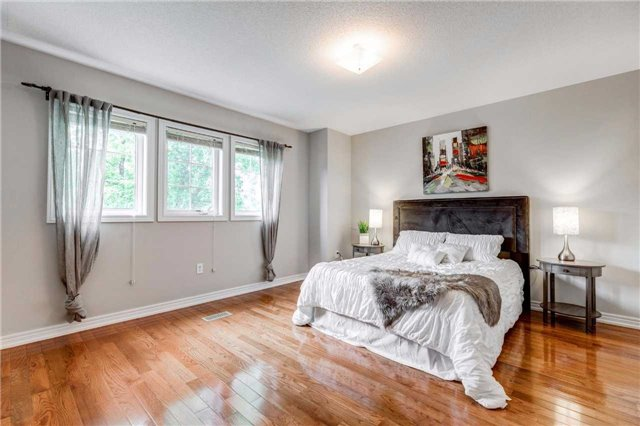 Detached at 88 Skywood Dr, Richmond Hill, Ontario. Image 6