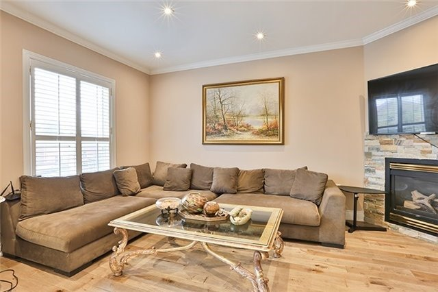 Detached at 102 Owl Ridge Dr, Richmond Hill, Ontario. Image 13