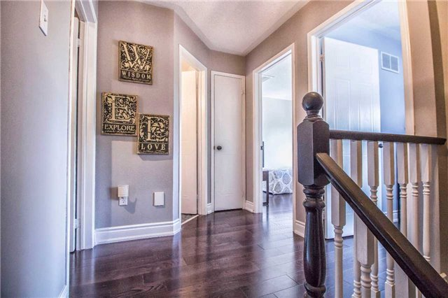 Condo Townhouse at 23 Observatory Lane, Unit 127, Richmond Hill, Ontario. Image 3