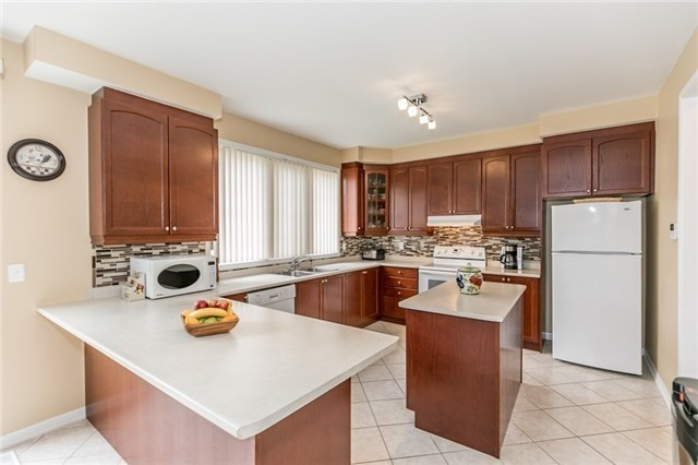 Detached at 34 Dunning Dr, New Tecumseth, Ontario. Image 2