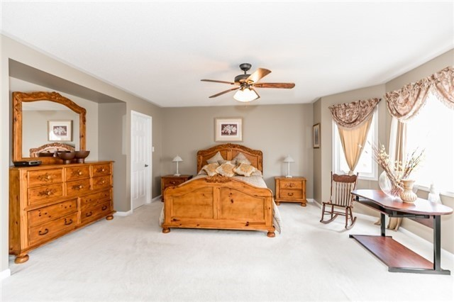Detached at 34 Dunning Dr, New Tecumseth, Ontario. Image 8