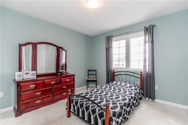 Detached at 34 Dunning Dr, New Tecumseth, Ontario. Image 10