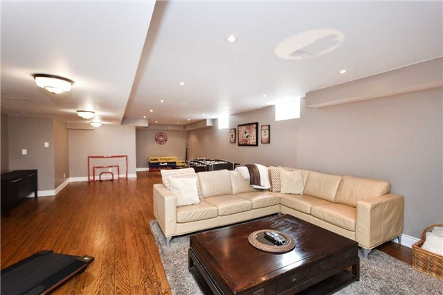 Detached at 21 Bosco Dr, Vaughan, Ontario. Image 8