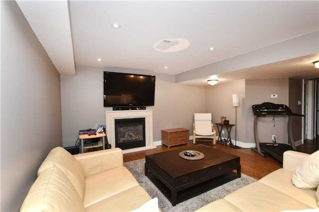 Detached at 21 Bosco Dr, Vaughan, Ontario. Image 9
