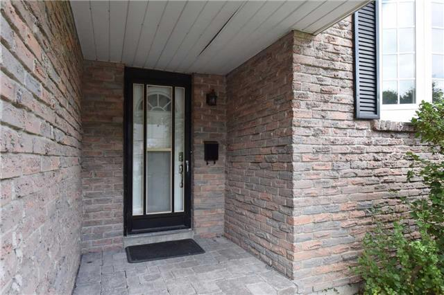 Detached at 136 Lowe Blvd, Newmarket, Ontario. Image 12