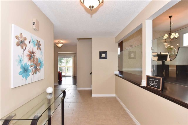 Detached at 136 Lowe Blvd, Newmarket, Ontario. Image 14